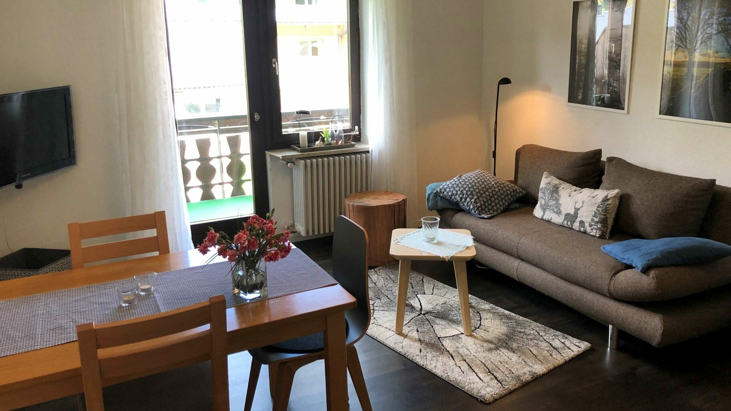 Wohn- und Essbereich der Ferienwohnung Hörnle